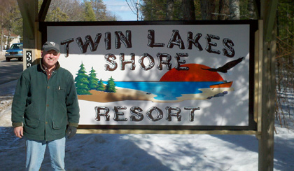 Twin Lakes Shore Resort Sign